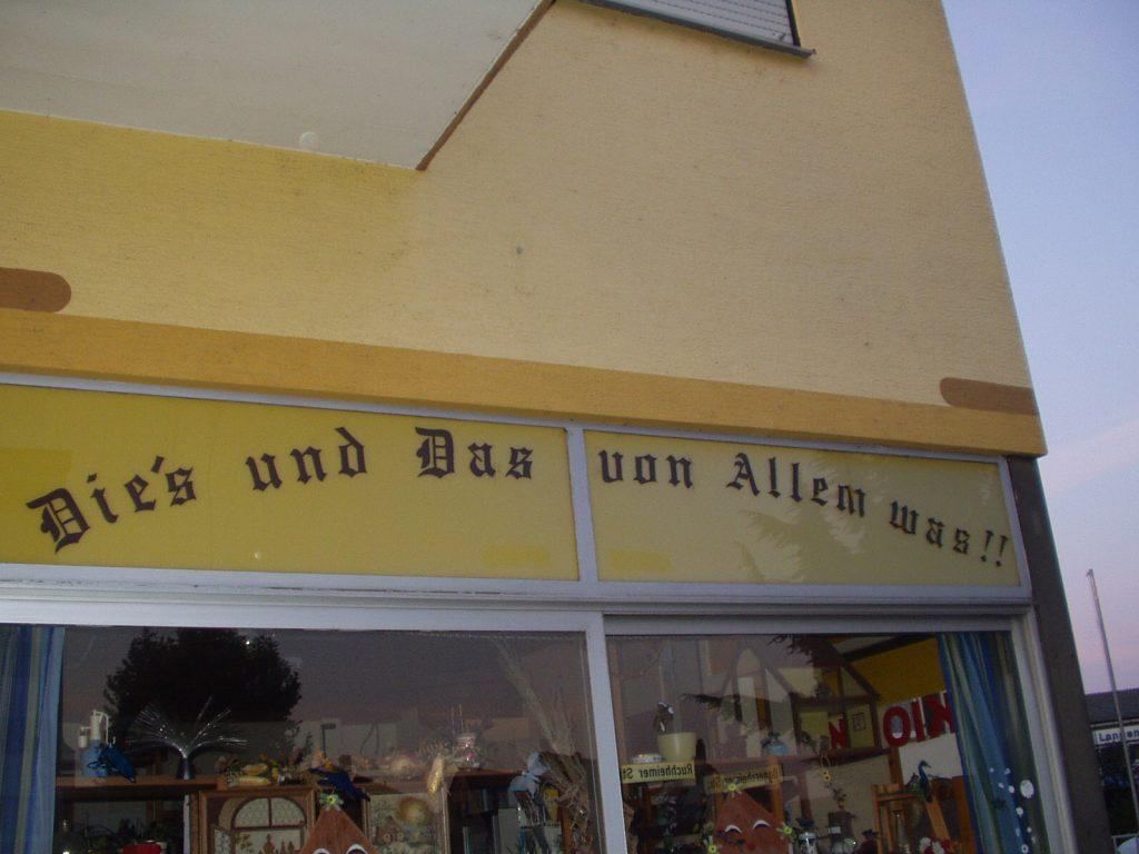 """Ein Schild, darauf steht """"Dies"""" mit Apostroph vor dem s"""